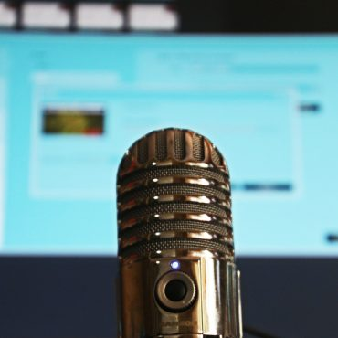 5 Great Chicago Based Podcasts You Should Be Listening To